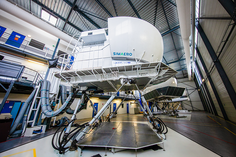 Simaero full flight simulator A330 with 3 engines convertible